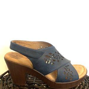 White MT. Soft clog heel shoes. Size8.5
